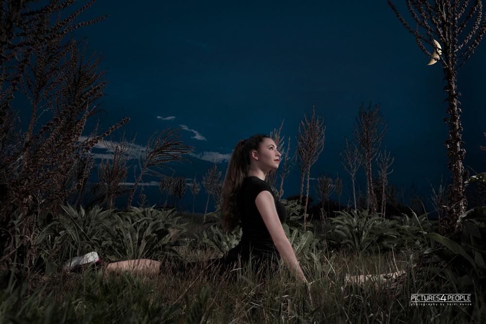 Mädchen im Mondschein