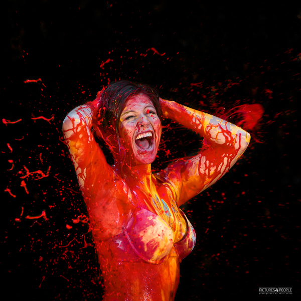 Frau mit Splash Farbe