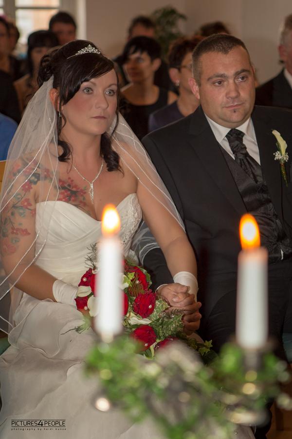 Hochzeitspaar während der Trauung
