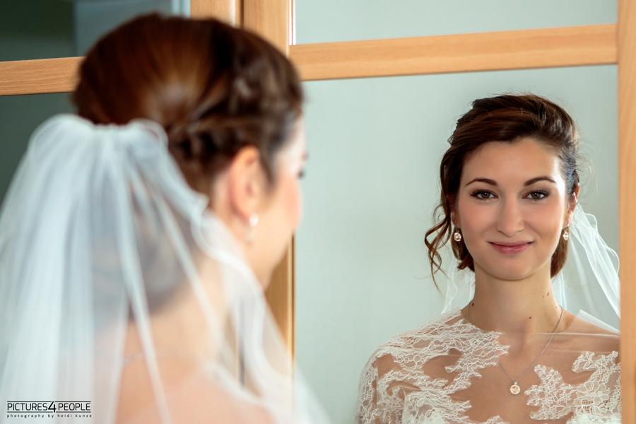 Braut mit Spiegelbild