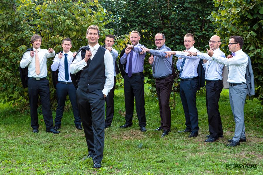 Bräutigamm und seine Freunde