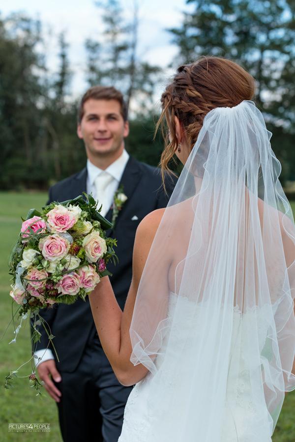 Brautpaar, fotografiert von Hochzeitsfotografin aus Dessau