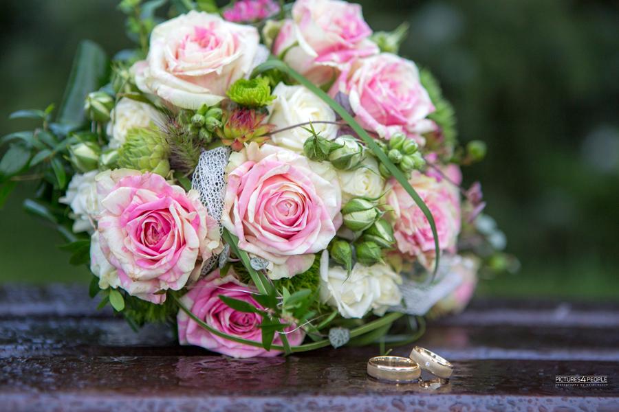 Brautstrauß, fotografiert von pictures4people, eine Hochzeitsfotografin aus Dessau