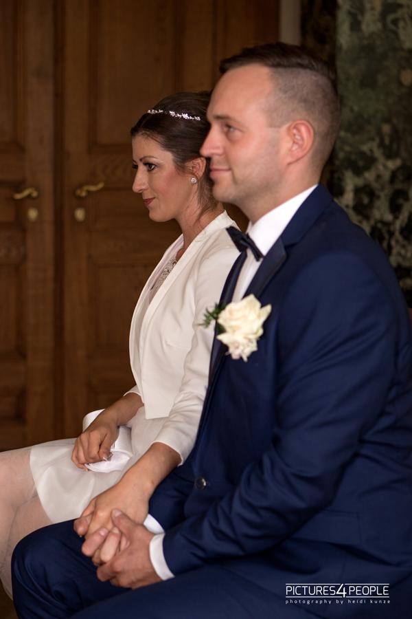 Hochzeitspaar im Dessauer Luisium während der Trauung