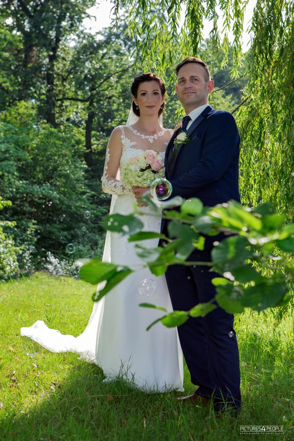 Brautpaar im Waldbad in Dessau, fotografiert von pictures4people, einer Hochzeit Fotografin aus Dessau