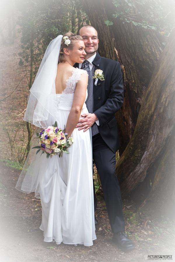 Hochzeitspaar im Frühling, im Fläming, fotografiert von Hochzeitsfotografin aus Dessau