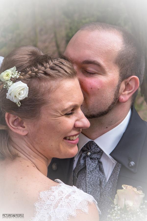 Hochzeitspaar im Fläming, fotografiert von Hochzeitsfotografin aus Dessau
