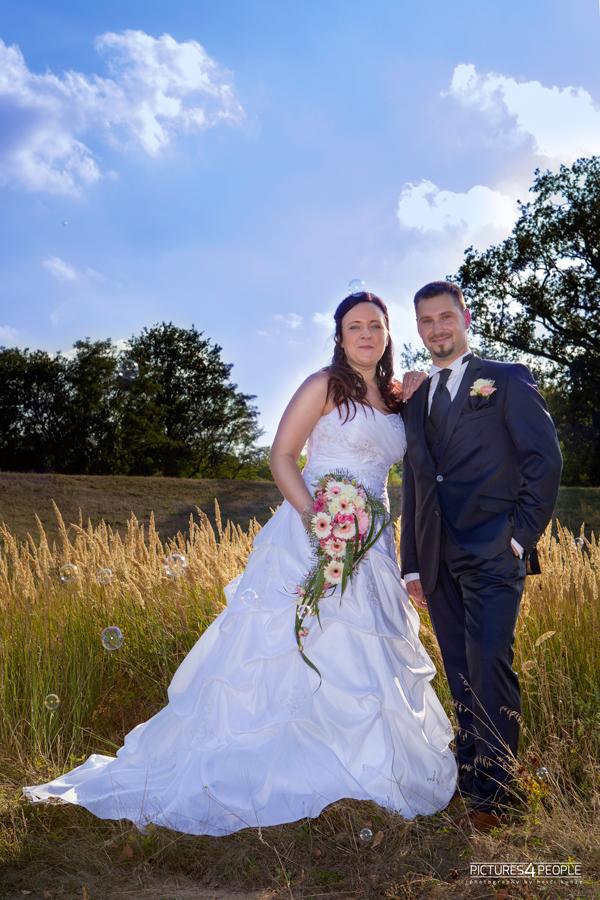 Brautpaar auf den Elbwiesen, Nähe Kornhaus in Dessau