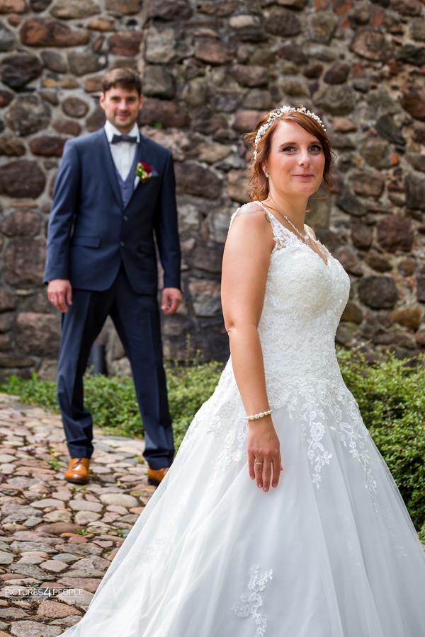 Fotograf aus Dessau; Hochzeit, Braut steht im Vordergrund