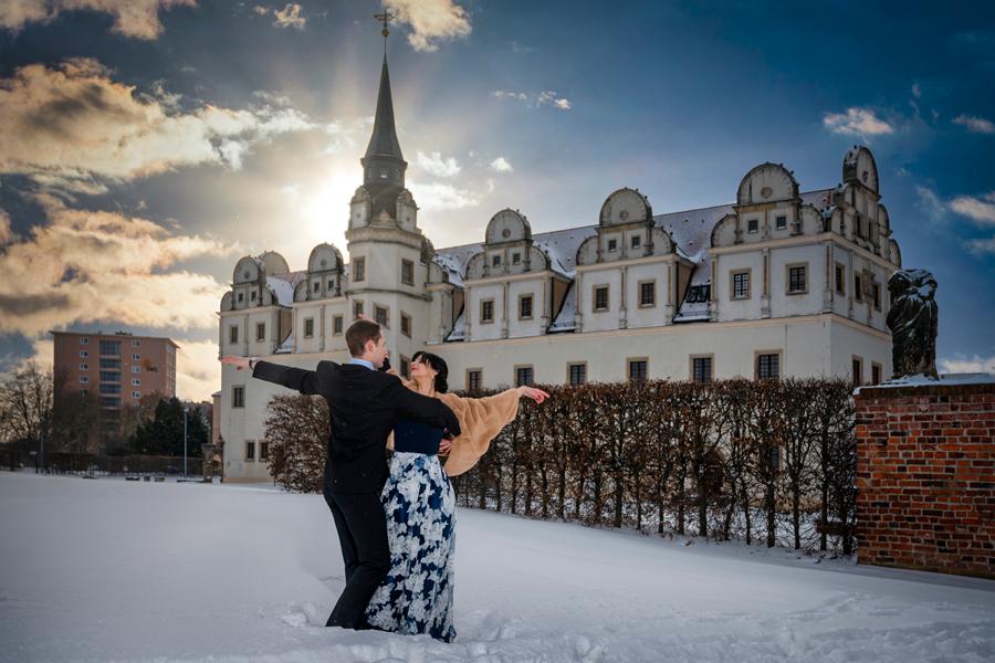 Tänzer im Schnee in Dessau, vor dem Schloss