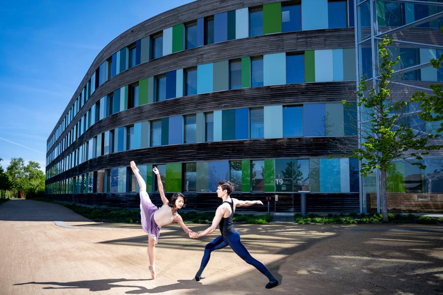 Balletttänzer vor dem Umweltbundesamt in Dessau-Roßlau