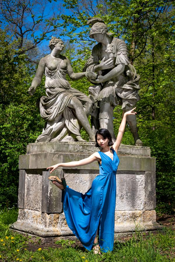 Balletttänzerin vor dem Kühnauer Park in Dessau-Roßlau