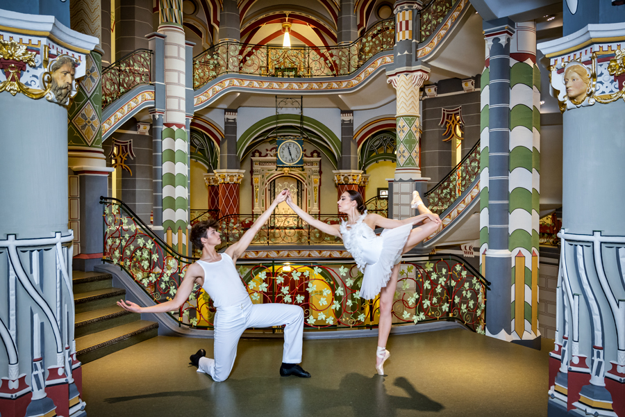 Balletttänzer im Gerichtsgebäude in Halle