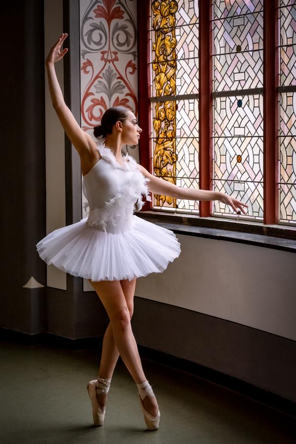 Balletttänzerin im Gerichtsgebäude in Halle
