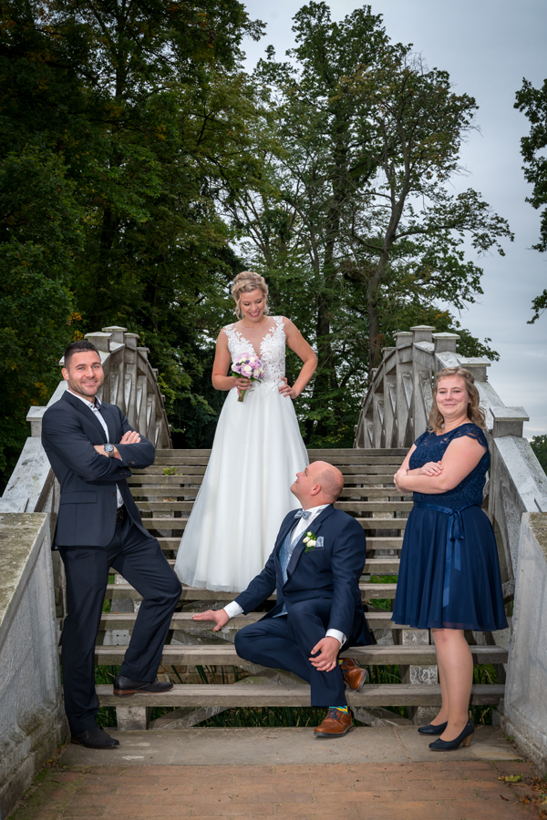 Hochzeit, Brautleute mit den Trauzeugen